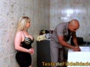 Blonda Ii Suge Pula Vecinului Dupa Ce Ii Repara Masina De Spalat