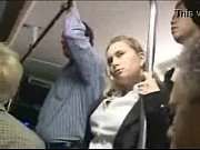 Futai Pevers In Autobuz De Fata Cu Calatorii Cu O Blonda