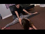 Dupa Putin Antrenament La Yoga Cu Antrenoru, Ii Face Un Belis Pe Furis Rapid Sa Nu O Vada Sotu Ca E Afara Si O Asteapta
