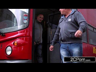 Barbat Norocos Se Imprieteneste Cu O Matura Pe Maxi Taxi Si O Fute