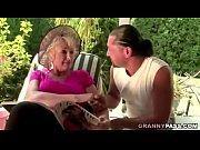 Bunicuta De 80 De Ani Se Fute Cu Vecinu Ei Mult Mai Tanar Fara Nevasta