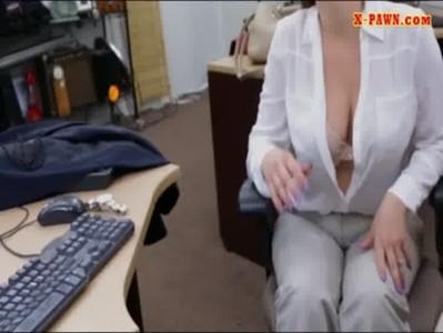 Femeie De Afaceri Se Relaxeaza Masturbanduse La Biroul Unde Sta