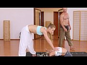 Antrenorul De Yoga Ramane Cu Doua Eleve Si Le Fute In Sala