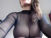 Bruneta Nu Stie Ca Este Filmata Cu O Camera Ascunsa Cand Se Masturbeaza