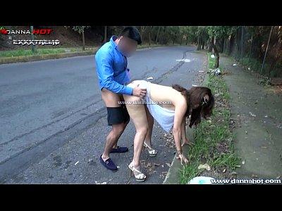 Doi Nebuni Fac Sex In Public Pe Strada In Timp Ce Trec Maisinile