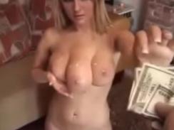 Blonda Cu Trei Sani Se Fute Cu Un Barbat Care O Plateste Dupa