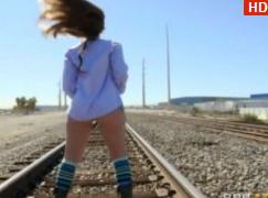 Anal Cu Mecanicul De La Un Tren Care Opreste Dupa O Curva Pe Calea Ferata