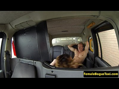 Este Nimfomana Si Face Sexut Chiar Si In Taxiu Cand Trece Lume