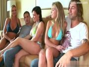 Tinerii Fac O Petrecere, Se Imbata Si Se Fut In Grup In Familie