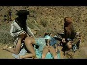 Trei Teroristi Prind O Femeie Pe Camp Si O Fut