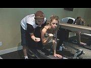 Instructorul De Fitness Isi Fute Clienta Dupa Ce O Instrueste La Sala
