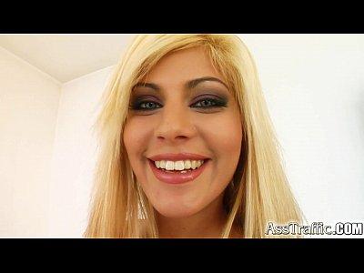Blonda Face Orice Ii Spune Baiatul, Ii Da Si Limbute In Cur Tipului